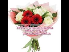 Букет белые розы с красными Герберами