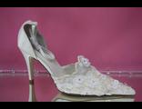 Свадебные айвори открытые туфли с закрытым носиком и пяткой острый мыс кожаные классика средний каблук украшены цветочками № ND-059-02=02