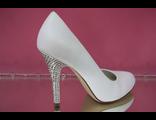 Свадебные туфли белые средний каблук украшен стразами серебро кожаные купить Москва модные фото цены