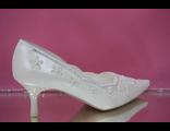 Свадебные туфли айвори средний каблук острый мыс классические украшены вышивкой стразами серебро  № 67-631=25