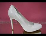 Белые свадебные туфли круглый мыс на среднем каблуке устойчивая шпилька кожаные по бокам украшены № 1711-269=269б