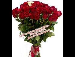 Букет 25 роз (24 красных и 1 белая роза)
