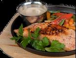 Стейк из семги: семга, обжаренные в кунжуте овощи, цитрусовым соусом, 160/150/70 гр, 1208 Ккал