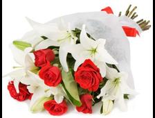 Белые Лилии и красные розы