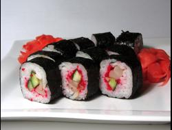 Суши - ролл Маки Кальмар суши-бар Сушелия Северодонецк. Доставка суши на дом
