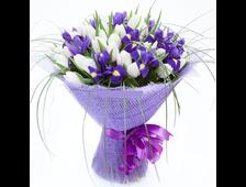Букет белыеТюльпаны с Ирисом Весенние небо