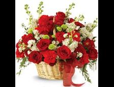Корзина цветов из красных роз и гвоздики