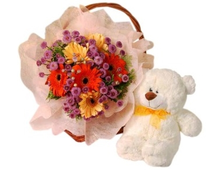 Корзина цветов и белый медвежонок Любимчик набор