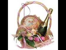 Подарочная корзина со сладостями и цветами Розовое поздравление