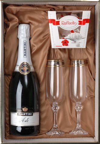 Шампанское и конфеты открытка
