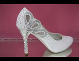 Свадебные туфли белые каблук и пятка украшены стразами серебренными купить москва фото салон сайт
