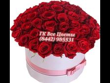 55 красных роз в коробке шляпной
