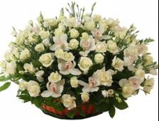 Корзина розы и орхидеи