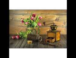 Кофе, мельница и тюльпаны