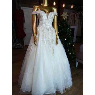 1c83eab7fd0 Пышное блестящее свадебное платье с открытыми плечами айвори