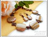 Украшения из натуральных камней. Комплект украшений из яшмы купить. Колье и серьги. Ручная работа.