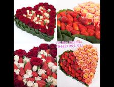 Розы и клубника форма сердца