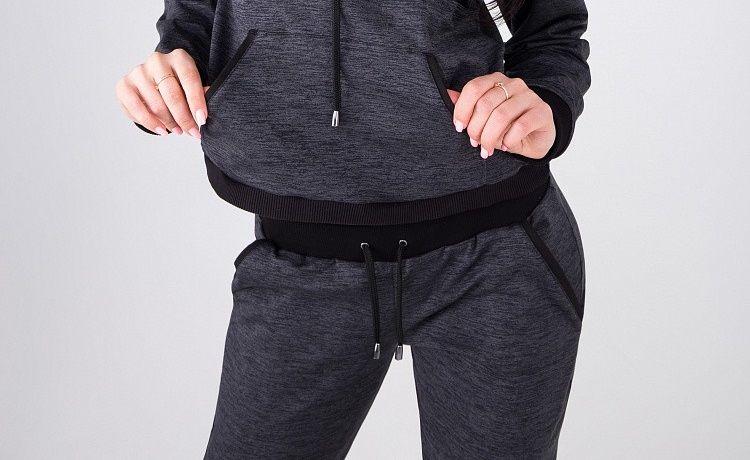 8fb5511e07828 Просто классические спортивные штаны немного зауженного к низу кроя.  Никакого облегания, соблазнительных вставок сетки и кислотных оттенков.