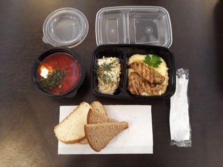 Упаковка обеда для доставки