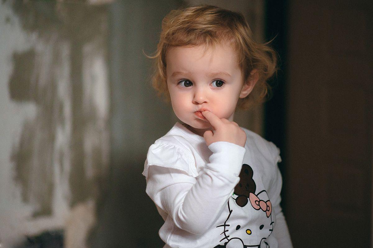 shy child photo