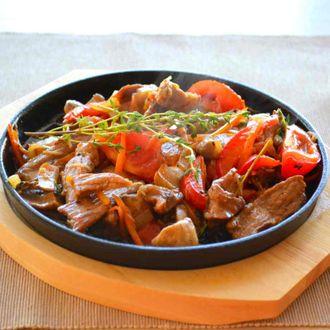 Горячая сковорода блюдо