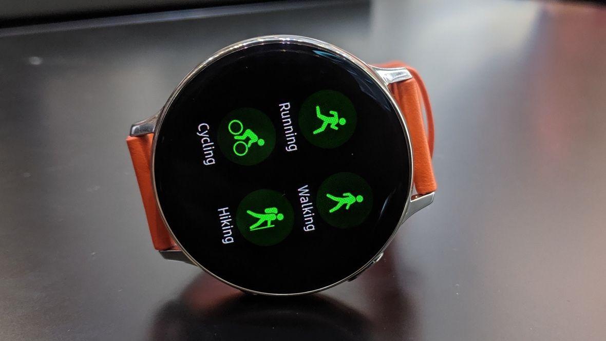 Первый взгляд Samsung Galaxy Watch Active 2. Безель вернулся, а ЭКГ еще ждем.