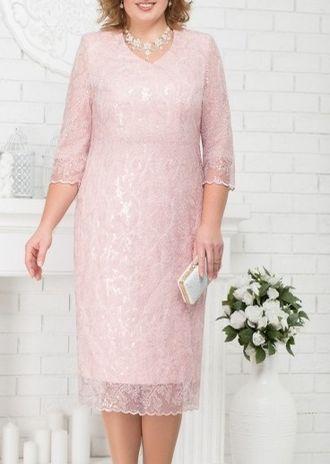 3574e1ba535 Кружевное платье по колено с рукавами 3 4 прямого облегающего силуэта  светло розовое для полных