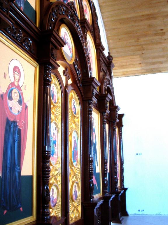 Церковный иконостас от мастеров Великой Кракотки в Беларуси