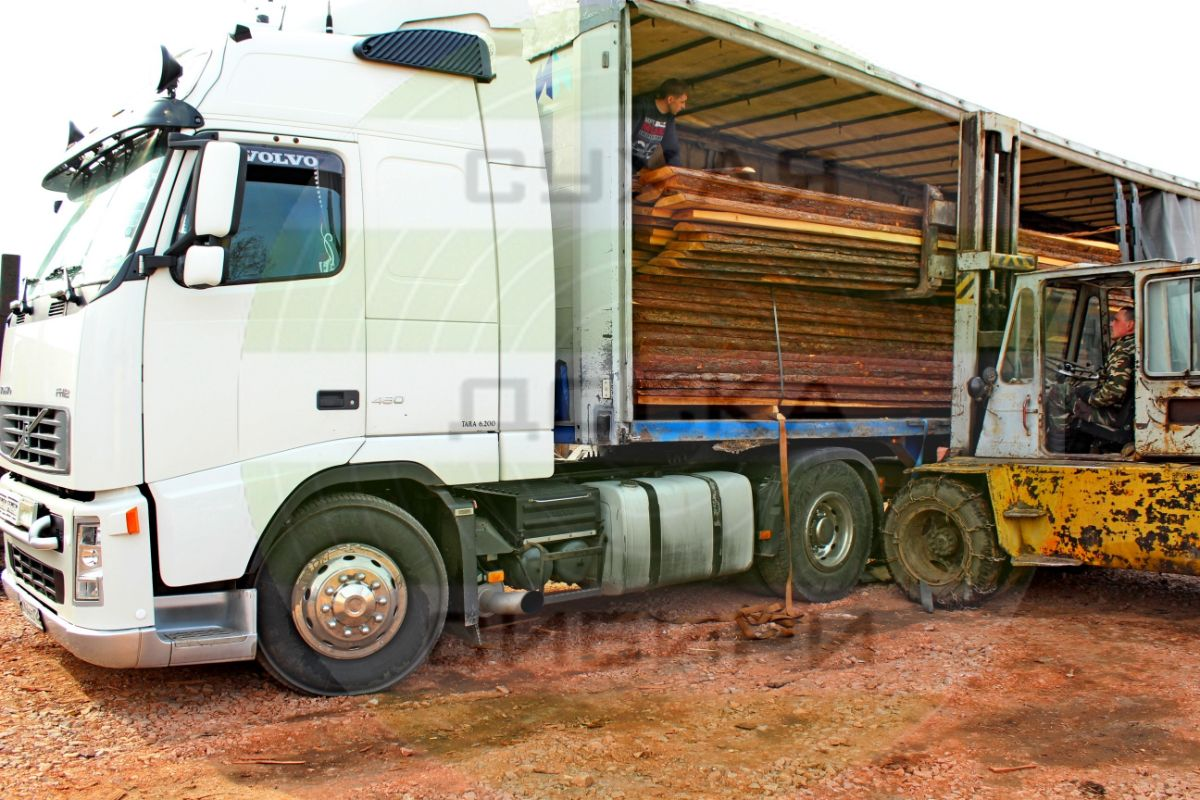 Siberian Larch for export to Europe is 120 m3 that is 4 trucks per month