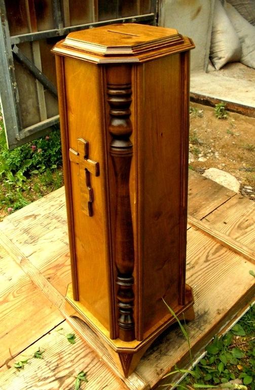 Деревянный ящик для сбора денег