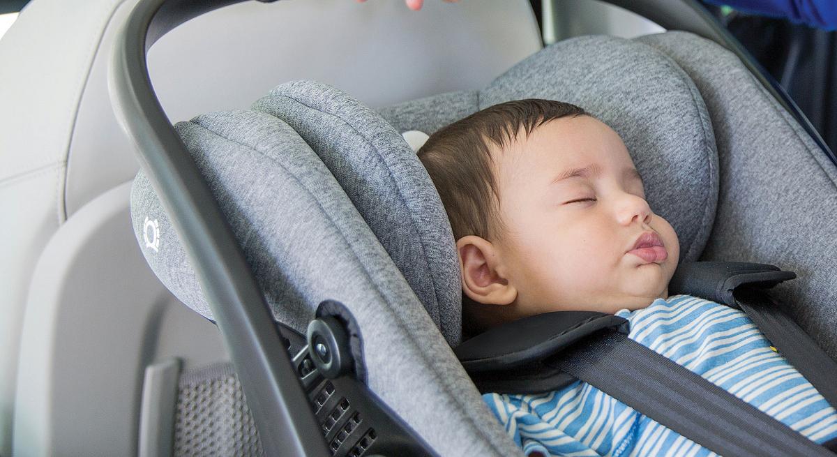 Joie i-Level с базой i-Base LX i-Size позволяет перевозить малыша в горизонтальном положении