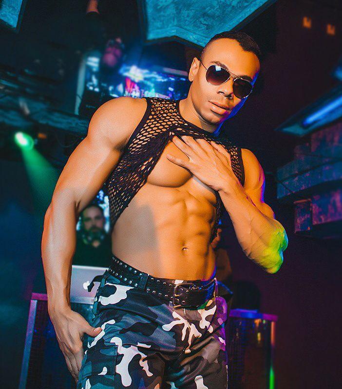 striptiz-muzhskoy-onlayn-krasivie-foto-golih-devushek-domashnee