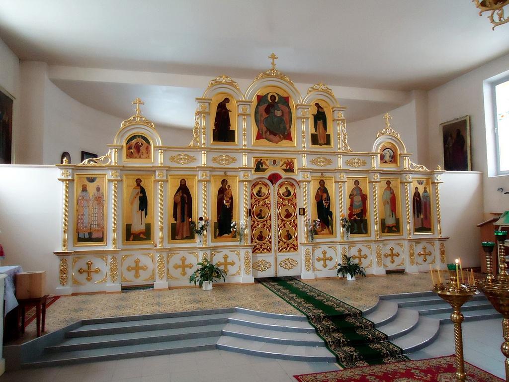 Проектирование и установка деревянных иконостасов для храмов