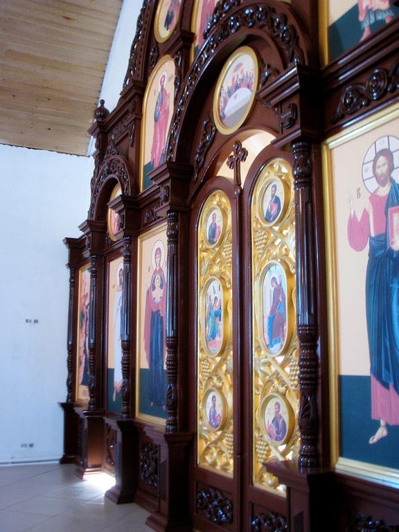 Изготовление деревянных резных иконостасов, Ель и Дрель