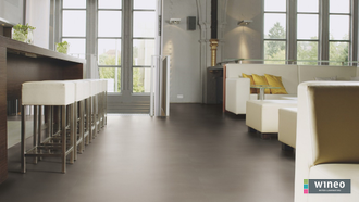 Виниловый пол Wineo 800 Tile L Solid Umbra DB00098-3, клеевой, мелкого формата фото в интерьере