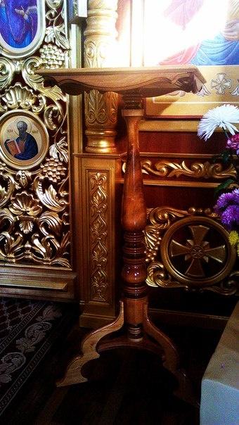 Столик для записок о поминовении, жертвенник, престол