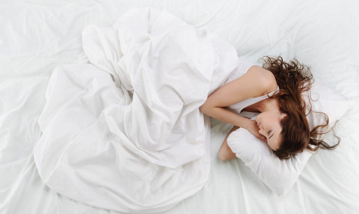 какие бывают фото лежащего на кровати проститутки метро