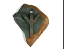 Руна Альгиз - Защита или божественный защитник. Кулон-амулет, резьба по камню Яшма, галька (47*40*10 мм, 17 г) №21613