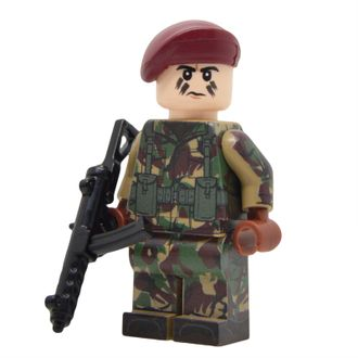 FALKLANDS WAR BRITISH PARATROOPER