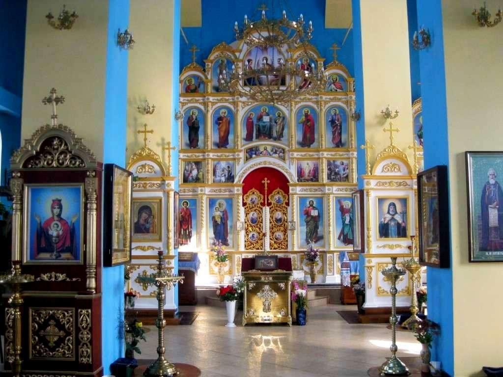 Иконостас в храм