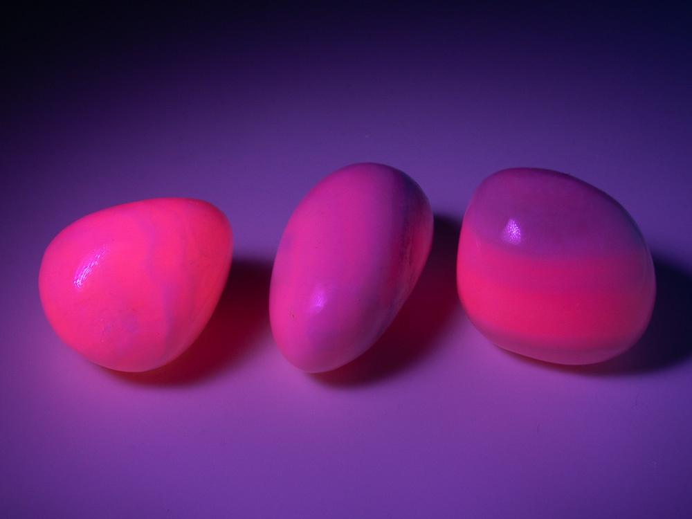 Манганокальцит (с розовой флуоресценцией в УФ) галтовка в ассортименте, Перу (20-27 мм, 8-10 г) №20358