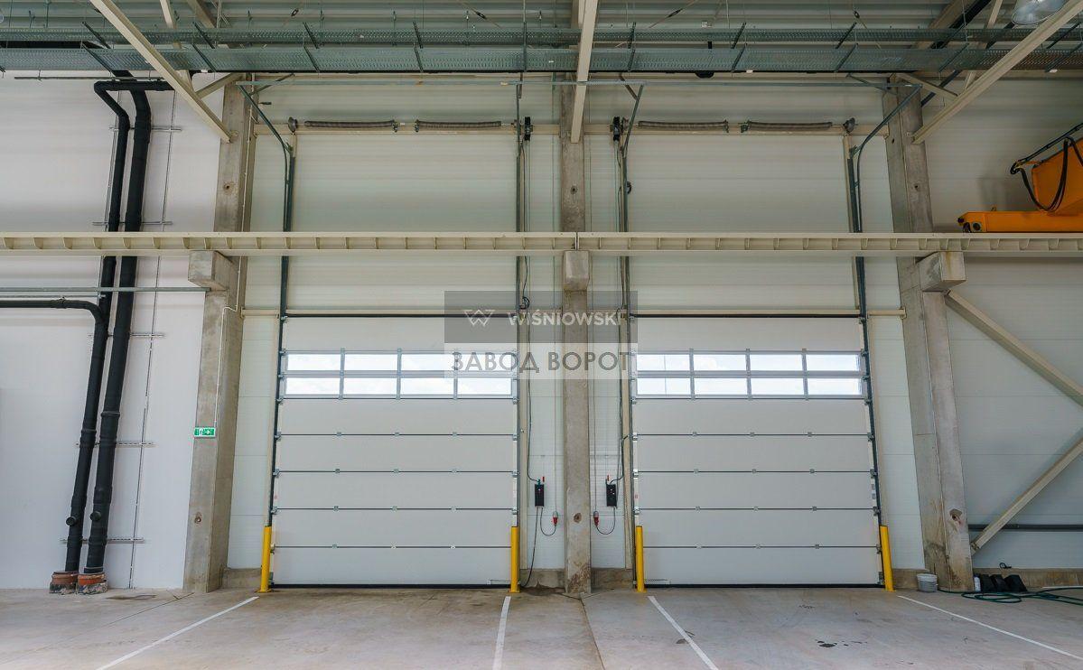 секционные ворота на склад - ангарные ворота подъемного типа