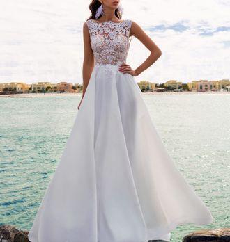 d92ffec3319 Модное пышное свадебное платье с атласной юбкой в пол и красивым кружевным  верхом с открытой спиной