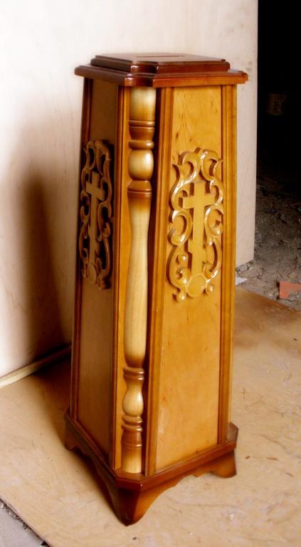 Ящик в храм для пожертвований