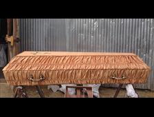 Гроб деревянный с тканевой отделкой гофре атлас золотой