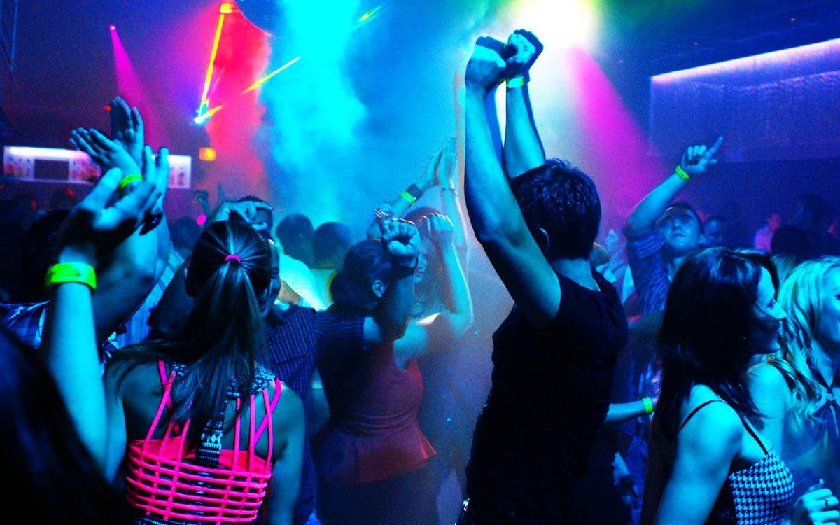 смотреть видео танцы девушек в ночном клубе - 10