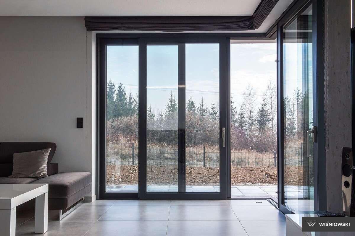 terrasnye-alyuminievye-razdvizhnye-okna-i-dveri