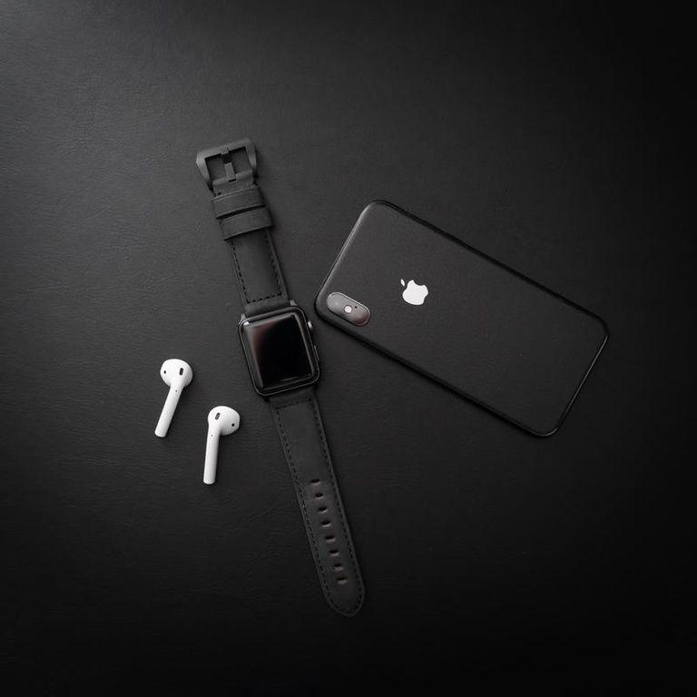 Ремешок Bullstrap Black для Apple Watch на умном гаджете
