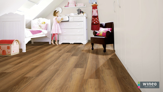 Виниловый пол Wineo 400 Wood Romance Oak Brilliant DLC00119 в интерьере