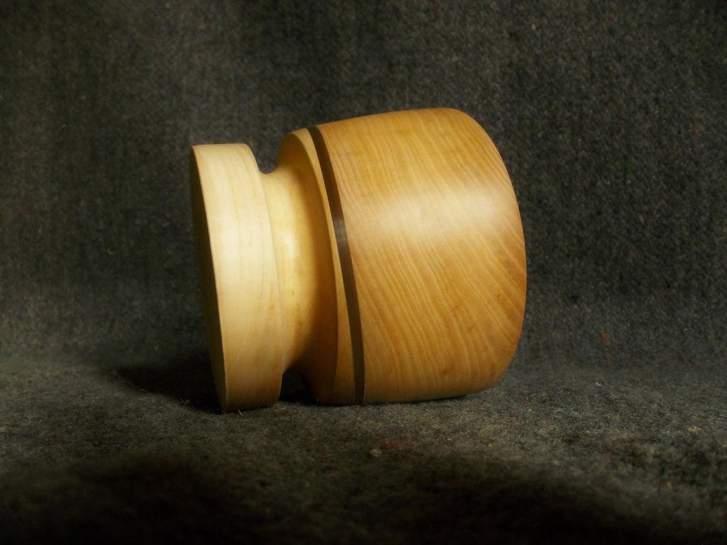 Восковая пропитка отталкивает воду и защищает деревянную посуду от влаги, срок службы изделия дольше